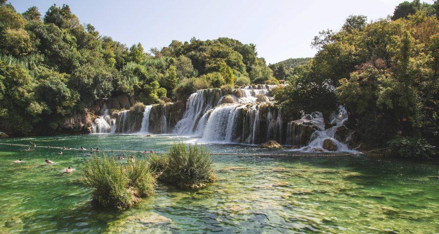 waterfall-950343_1920
